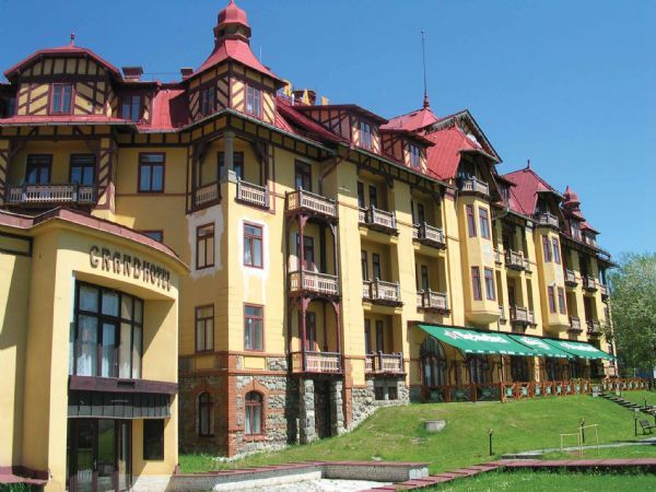 "../../holiday-hotels/?HolidayID=59&HotelID=80&HolidayName=Poland-+Poland+%2F+Slovakia+two+centred-&HotelName=Hotel+Grand"">Hotel Grand"