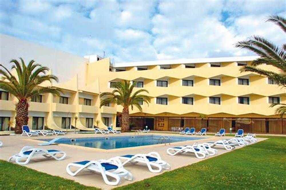 "../../holiday-hotels/?HolidayID=182&HotelID=235&HolidayName=Portugal+%2D+Azores+-Azores+%2D+Central+Islands-&HotelName=Hotel+Caravelas%2C+Pico+"">Hotel Caravelas, Pico"