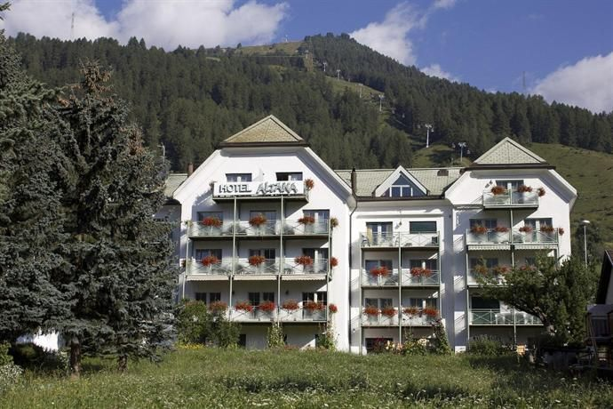 "../../holiday-hotels/?HolidayID=45&HotelID=78&HolidayName=Switzerland-Lower+Engadine+%2D+Hidden+Corners+-&HotelName=Lower+Engadine+Trek"">Lower Engadine Trek"