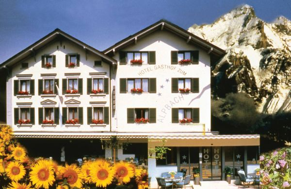 "../../holiday-hotels/?HolidayID=7&HotelID=10&HolidayName=Switzerland-+Meiringen+%2D+Crossroads+of+Five+Passes+-&HotelName=Hotel+Alpbach+%2A%2A%2A%2A"">Hotel Alpbach ****"