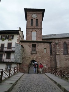 Walking holidays in spain el camino the french way - Pamplona saint jean pied de port bus ...
